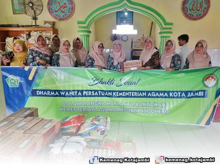 Bhakti Sosial DWP Kementerian Agama Kota Jambi Dalam Rangka HAB Kementerian Agama Ke 74